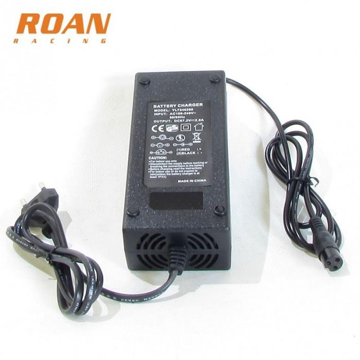 Cargador bateria 67.2V-2A hembra - Motosapollo.com